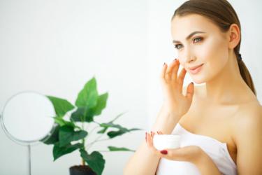 50代のエイジングケア化粧品はこれ!たるみ・しわに効くおすすめ化粧品5選!