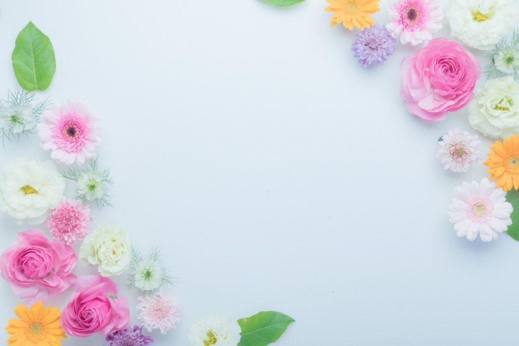 布, テーブル, 食品, 花 が含まれている画像  自動的に生成された説明