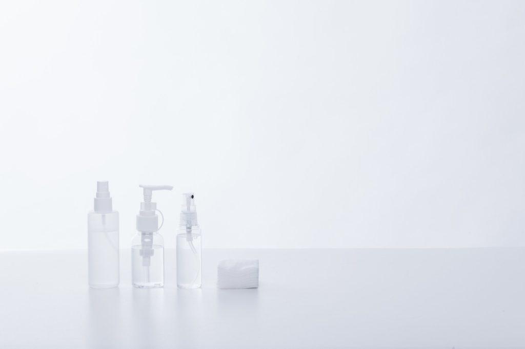 水, ホワイト, 座る, 小さい が含まれている画像  自動的に生成された説明